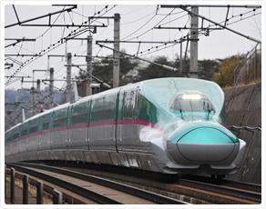 'The Hayabusa on the Tohoku Shinkansen' from the web at 'http://www.jreast.co.jp/e/eastpass/img/renew/img_tourism03.jpg'