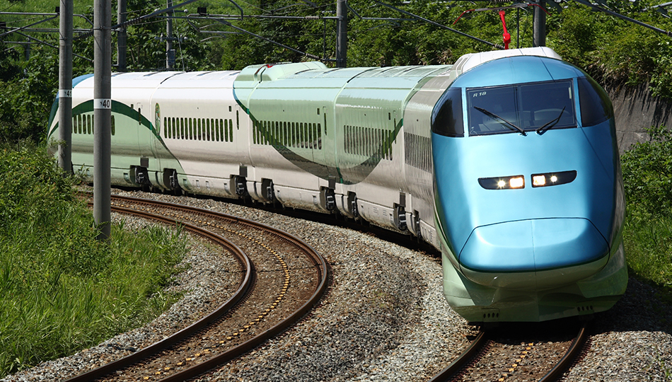 https://www.jreast.co.jp/railway/joyful/img/trains/toreiyu/slide_01ph.jpg